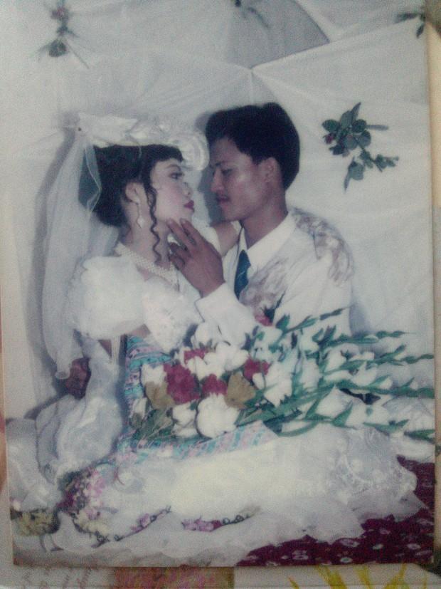 Cư dân mạng rủ nhau khoe ảnh cưới của bố mẹ ngày xưa: cô dâu cực xinh còn chú rể phong độ ngút trời - Ảnh 18.