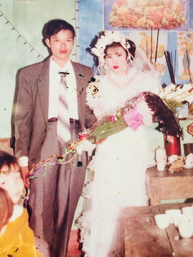 Cư dân mạng rủ nhau khoe ảnh cưới của bố mẹ ngày xưa: cô dâu cực xinh còn chú rể phong độ ngút trời - Ảnh 1.