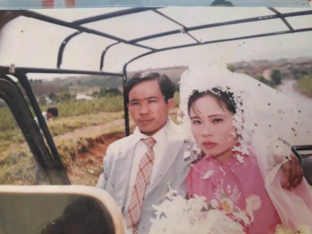 Cư dân mạng rủ nhau khoe ảnh cưới của bố mẹ ngày xưa: cô dâu cực xinh còn chú rể phong độ ngút trời - Ảnh 3.