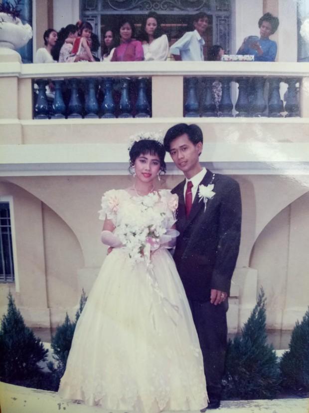 Cư dân mạng rủ nhau khoe ảnh cưới của bố mẹ ngày xưa: cô dâu cực xinh còn chú rể phong độ ngút trời - Ảnh 11.