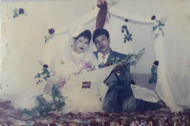 Cư dân mạng rủ nhau khoe ảnh cưới của bố mẹ ngày xưa: cô dâu cực xinh còn chú rể phong độ ngút trời - Ảnh 5.