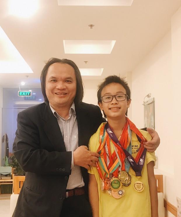 Chỉ mới lớp 7, nam sinh này đã giành Huy chương Bạch kim Olympic Toán Châu Á Thái Bình Dương vòng Quốc gia - Ảnh 1.