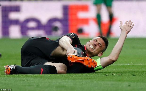 Arsenal chia tay Europa League, kết thúc mùa giải thảm họa của HLV Wenger - Ảnh 6.