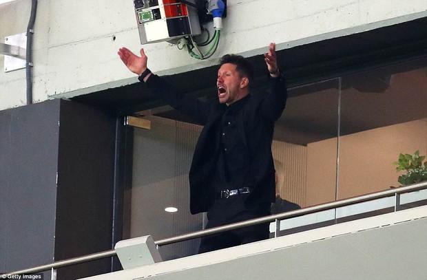 Arsenal chia tay Europa League, kết thúc mùa giải thảm họa của HLV Wenger - Ảnh 2.