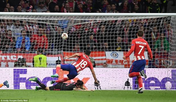 Arsenal chia tay Europa League, kết thúc mùa giải thảm họa của HLV Wenger - Ảnh 11.