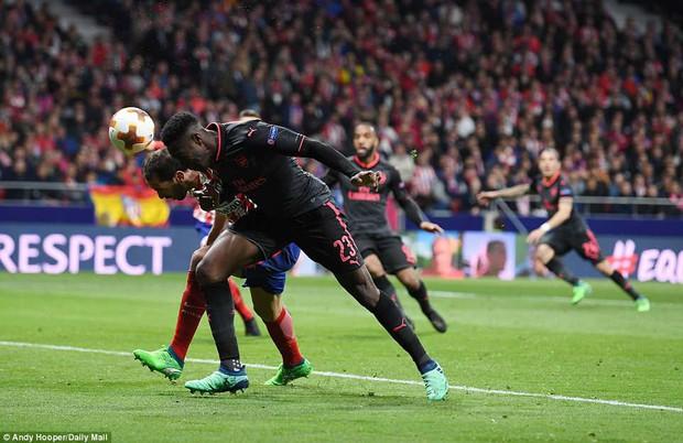 Arsenal chia tay Europa League, kết thúc mùa giải thảm họa của HLV Wenger - Ảnh 4.