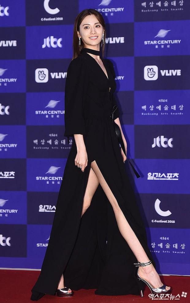 Thảm đỏ Baeksang 2018 chính là sân chơi thời trang sang chảnh cho celeb xứ Hàn - Ảnh 4.
