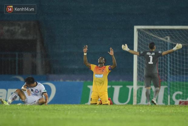 Đức Chinh phá lưới Đặng Văn Lâm, Đà Nẵng vẫn thua kịch tính trước Hải Phòng - Ảnh 10.