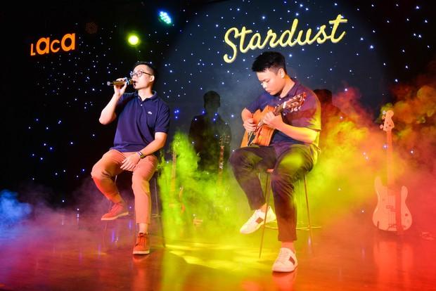 Sinh viên trường Báo cháy hết mình trong đêm nhạc truyền cảm hứng với thánh thả thính Osad, ca sĩ indie Huy Lê - Ảnh 1.