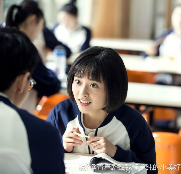 Em Gái Mưa còn chưa chiếu, tạo hình nữ chính đã bị cư dân mạng la ó vì quá giống phim thanh xuân Trung Quốc  - Ảnh 4.