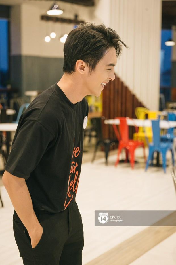 Công Dương trổ tài hát tiếng Thái để tỏ tình với bạn gái - Ảnh 11.