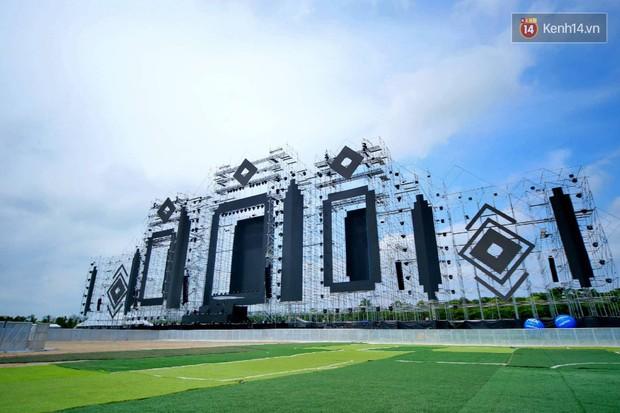 Cận cảnh sân khấu khủng đạt kỷ lục Guinness Việt Nam của đại nhạc hội có Above & Beyond tham gia tối nay - Ảnh 2.