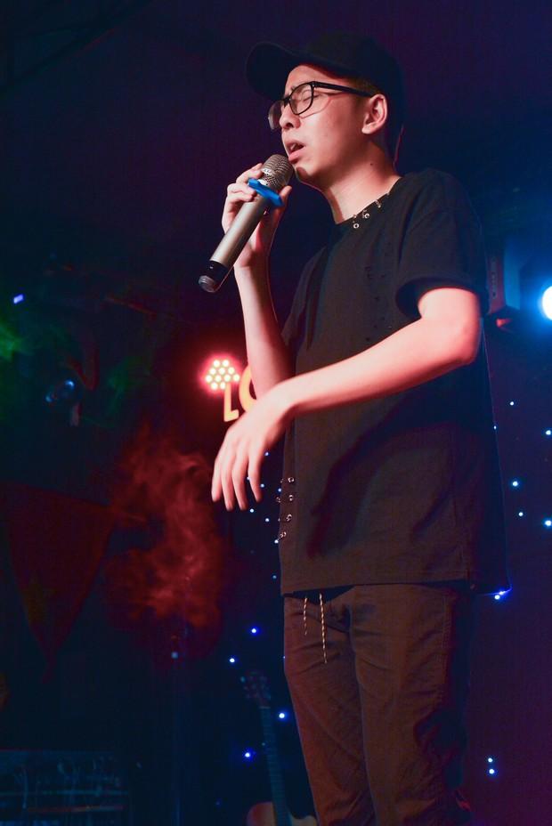 Sinh viên trường Báo cháy hết mình trong đêm nhạc truyền cảm hứng với thánh thả thính Osad, ca sĩ indie Huy Lê - Ảnh 6.