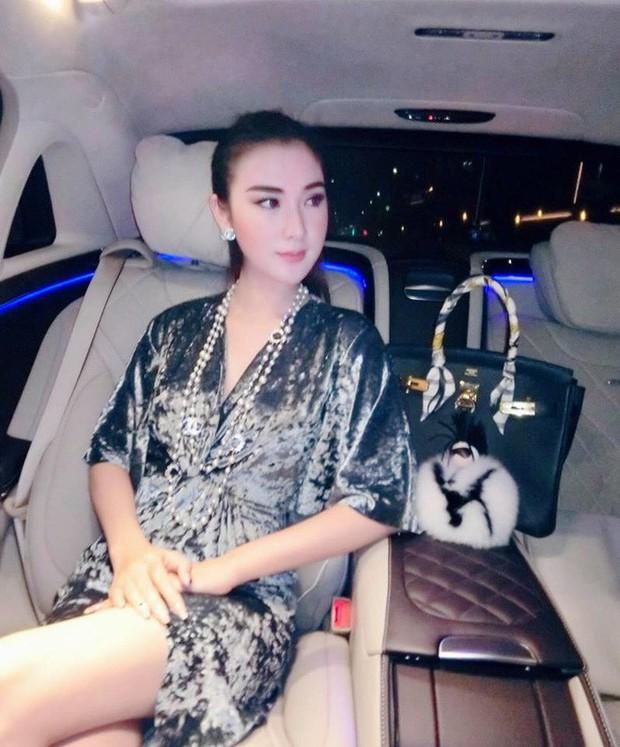 Cứ nói mãi về Ngọc Trinh hay Hà Hồ, ai ngờ showbiz Việt còn có người đẹp này cũng là tay chơi hàng hiệu đáng gờm - Ảnh 19.