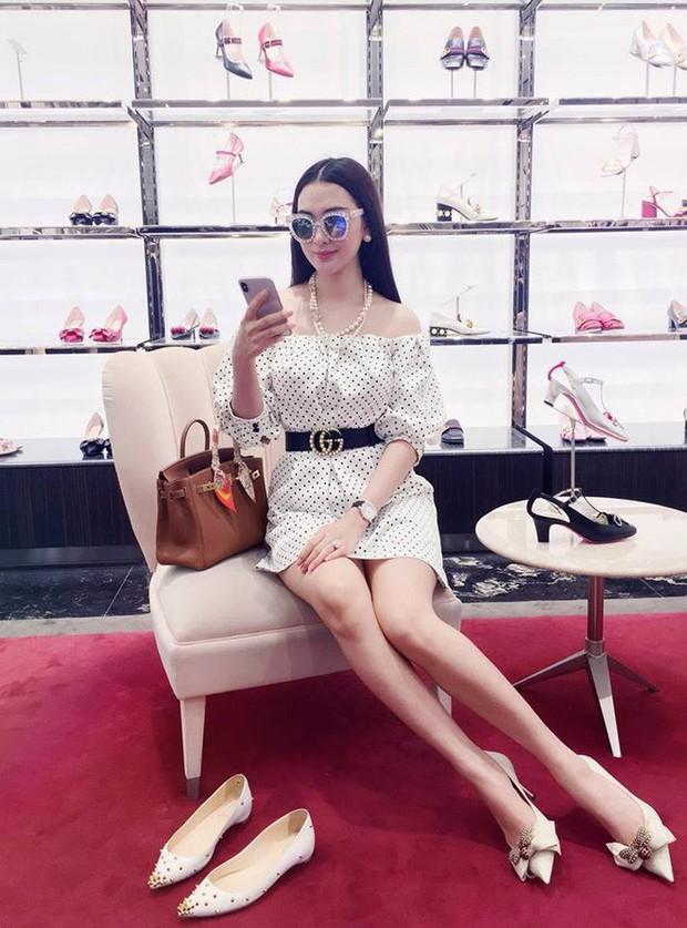 Cứ nói mãi về Ngọc Trinh hay Hà Hồ, ai ngờ showbiz Việt còn có người đẹp này cũng là tay chơi hàng hiệu đáng gờm - Ảnh 3.
