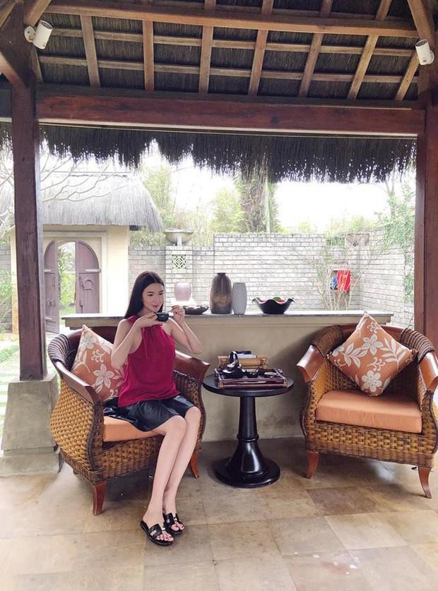 Cứ nói mãi về Ngọc Trinh hay Hà Hồ, ai ngờ showbiz Việt còn có người đẹp này cũng là tay chơi hàng hiệu đáng gờm - Ảnh 22.