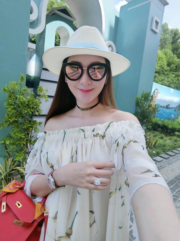 Cứ nói mãi về Ngọc Trinh hay Hà Hồ, ai ngờ showbiz Việt còn có người đẹp này cũng là tay chơi hàng hiệu đáng gờm - Ảnh 29.