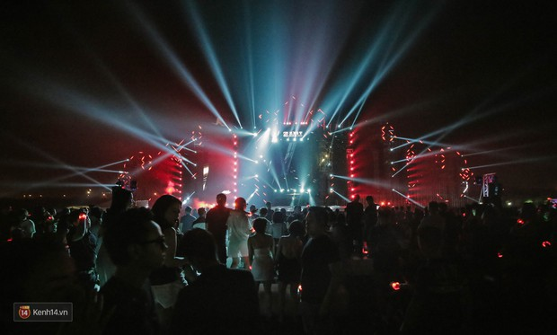 Chùm ảnh đẹp: Huyền thoại Above & Beyond cùng dàn DJ đình đám thổi bùng không khí đại nhạc hội EDM tại Hà Nội - Ảnh 8.