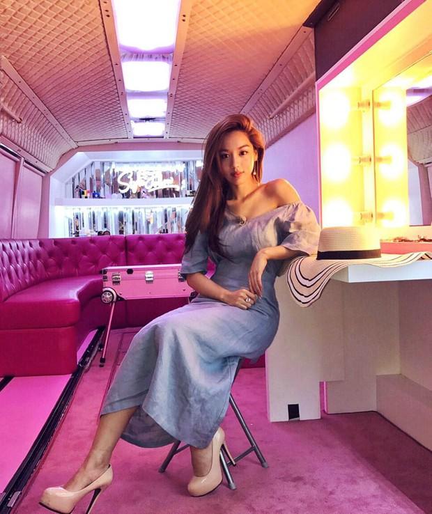 Sao nhí lột xác thành mỹ nhân sexy nhà YG: Chỉ đóng vai phụ nhưng sống sang chảnh, suốt ngày du lịch, khoe đồ hiệu - Ảnh 11.