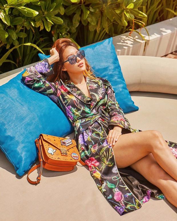 Sao nhí lột xác thành mỹ nhân sexy nhà YG: Chỉ đóng vai phụ nhưng sống sang chảnh, suốt ngày du lịch, khoe đồ hiệu - Ảnh 1.