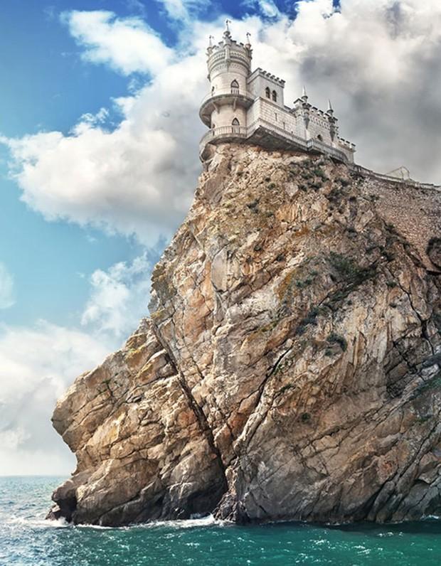 5 lâu đài tình ái nổi tiếng thế giới: Kiệt tác kiến trúc thứ 3 khiến ai cũng muốn ghé thăm một lần trong đời - Ảnh 1.