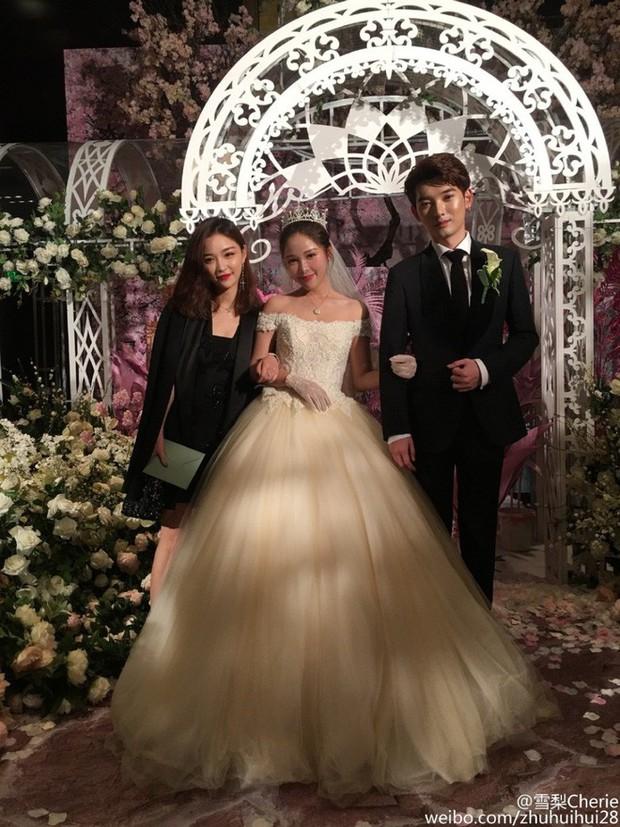 Những đám cưới cổ tích của dàn hot girl vạn người mê từng nổi đình nổi đám khắp Trung Quốc - Ảnh 21.