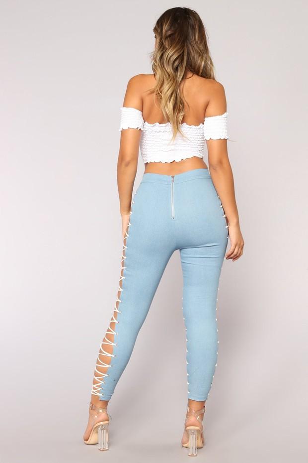 Thêm một mẫu quần jeans trắc nết mà hội chị em có thể mặc vào những ngày nóng muốn xỉu  - Ảnh 3.