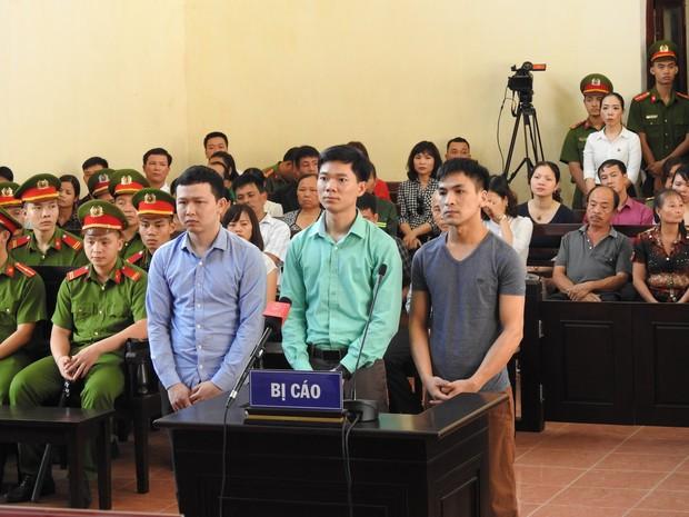 Hoãn phiên xử BS Hoàng Công Lương trong vụ 8 người tử vong khi chạy thận ở Hòa Bình - Ảnh 13.