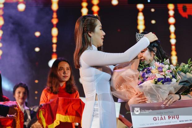 Ứng xử tiếng Anh xuất sắc, nữ sinh năm 4 đăng quang Hoa khôi Ngoại giao 2018! - Ảnh 16.
