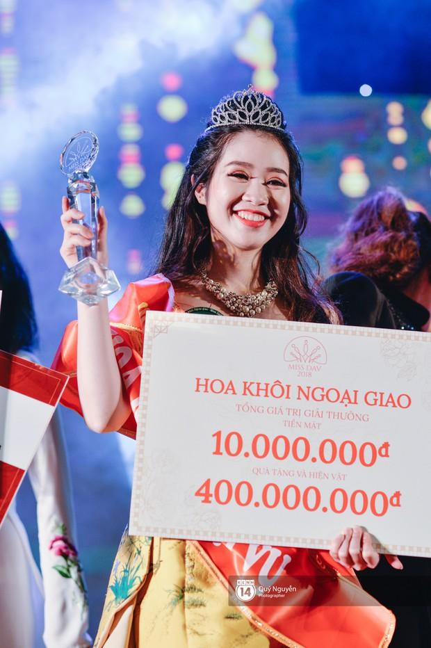 Ứng xử tiếng Anh xuất sắc, nữ sinh năm 4 đăng quang Hoa khôi Ngoại giao 2018! - Ảnh 10.