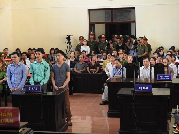 Hoãn phiên xử BS Hoàng Công Lương trong vụ 8 người tử vong khi chạy thận ở Hòa Bình - Ảnh 11.