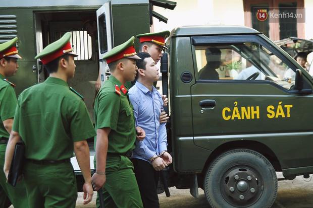 Hoãn phiên xử BS Hoàng Công Lương trong vụ 8 người tử vong khi chạy thận ở Hòa Bình - Ảnh 4.