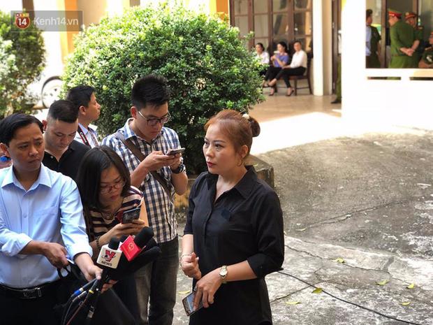 Người nhà nạn nhân vụ chạy thận ở Hòa Bình: BS Lương không có tội, bác sĩ rất tận tụy, thương bệnh nhân như người nhà - Ảnh 2.
