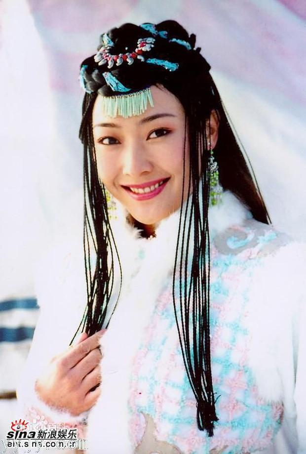 Phận đời buồn của người đẹp Hồng Kông từng bị ép quy tắc ngầm với sếp, giờ đây bán quần áo mưu sinh - Ảnh 1.