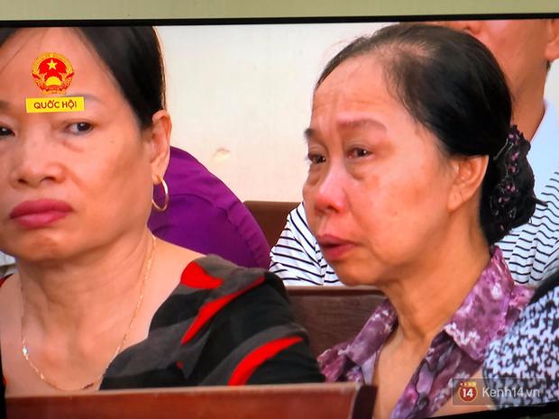 Hoãn phiên xử BS Hoàng Công Lương trong vụ 8 người tử vong khi chạy thận ở Hòa Bình - Ảnh 7.
