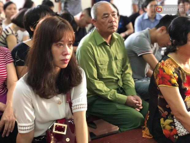 Hoãn phiên xử BS Hoàng Công Lương trong vụ 8 người tử vong khi chạy thận ở Hòa Bình - Ảnh 8.