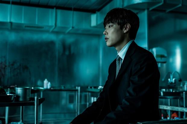 5 phim Hàn nổi bật ra rạp tháng Năm: Mang chuông đi đánh xứ người - Ảnh 20.