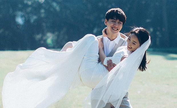 Thêm một bộ ảnh cưới đơn giản mà đẹp: Không cần gì cầu kì bởi tình yêu chính là thứ tỏa sáng nhất! - Ảnh 6.