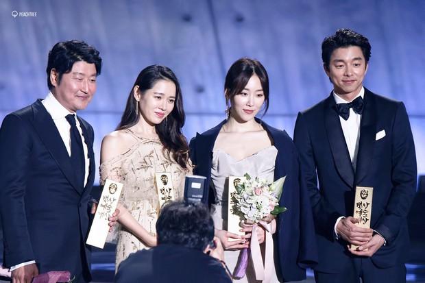 Nhờ Baeksang, một cặp diễn viên tuyệt đẹp xứ Hàn đang được fan khắp nơi ghép đôi điên đảo - Ảnh 16.