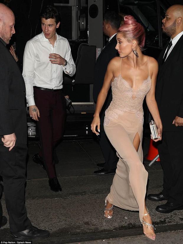 Tiệc hậu Met Gala: Dàn mỹ nhân đình đám khoe chân dài ngực nở hấp dẫn hơn cả thảm đỏ - Ảnh 7.