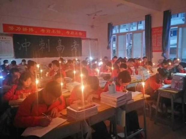 Thắp nến ôn thi ngày đêm, học sinh Trung Quốc đang đánh vật với kỳ thi đại học khốc liệt nhất thế giới - Ảnh 2.