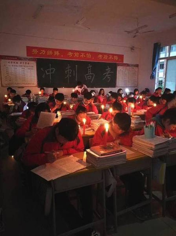 Thắp nến ôn thi ngày đêm, học sinh Trung Quốc đang đánh vật với kỳ thi đại học khốc liệt nhất thế giới - Ảnh 7.