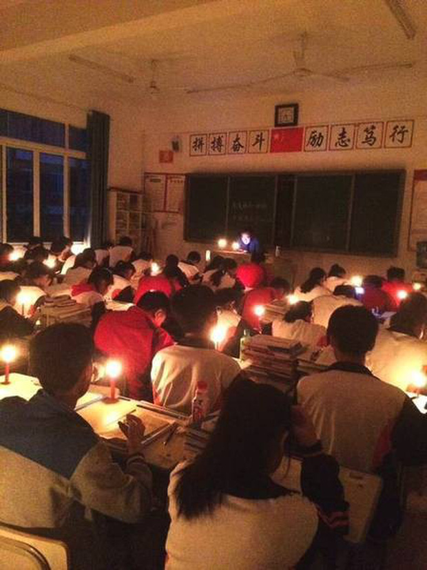 Thắp nến ôn thi ngày đêm, học sinh Trung Quốc đang đánh vật với kỳ thi đại học khốc liệt nhất thế giới - Ảnh 3.