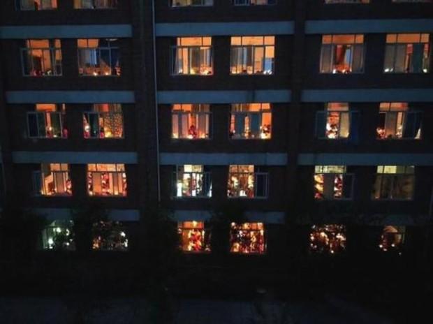 Thắp nến ôn thi ngày đêm, học sinh Trung Quốc đang đánh vật với kỳ thi đại học khốc liệt nhất thế giới - Ảnh 5.
