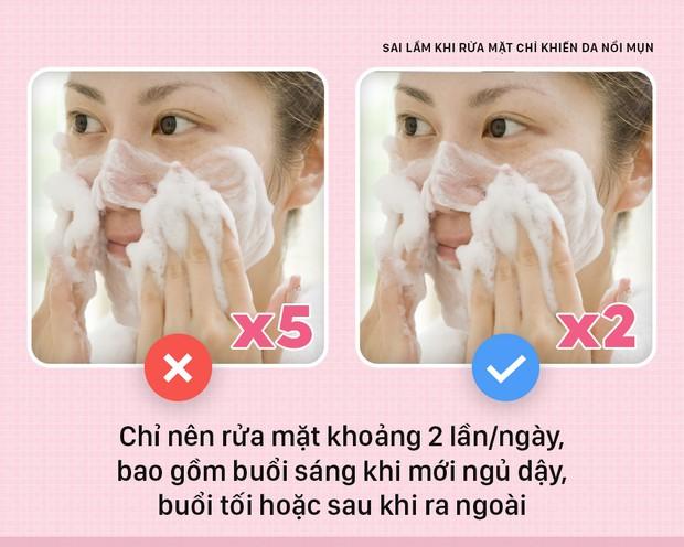 Nếu bạn cứ giữ những thói quen này khi rửa mặt thì chỉ khiến da nổi mụn nhiều hơn - Ảnh 3.