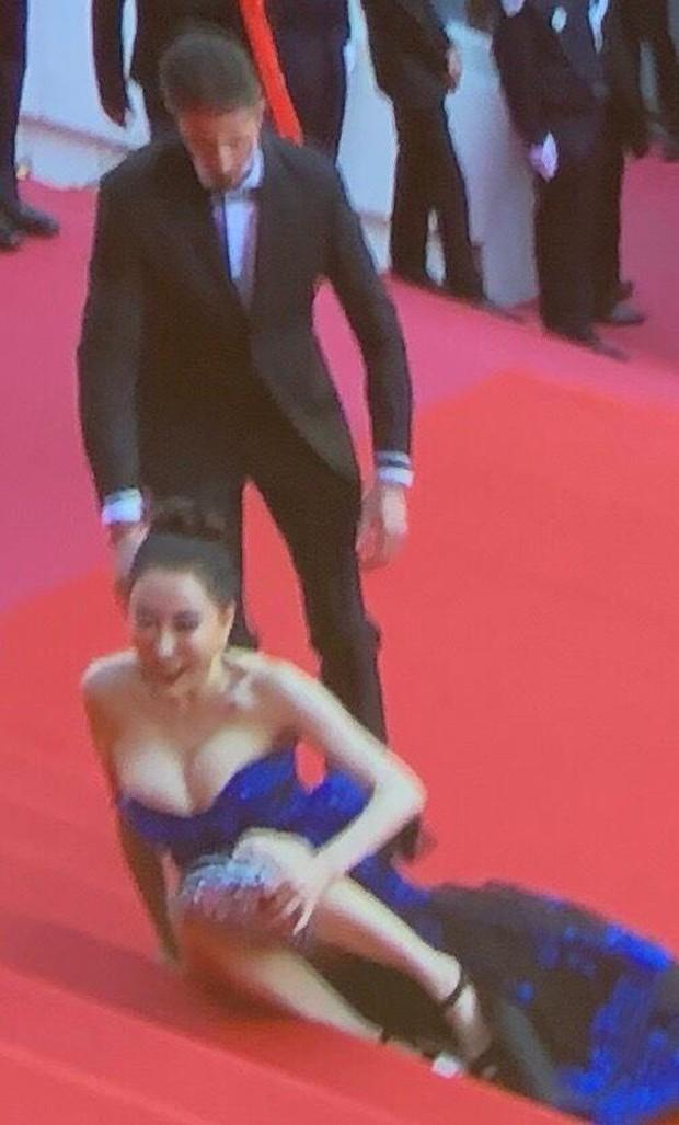 Cách các sao phân rõ đẳng cấp tại LHP Cannes ngày 1: Người sang chảnh, kẻ thì lộ hàng và bày đủ trò gây chú ý - Ảnh 15.