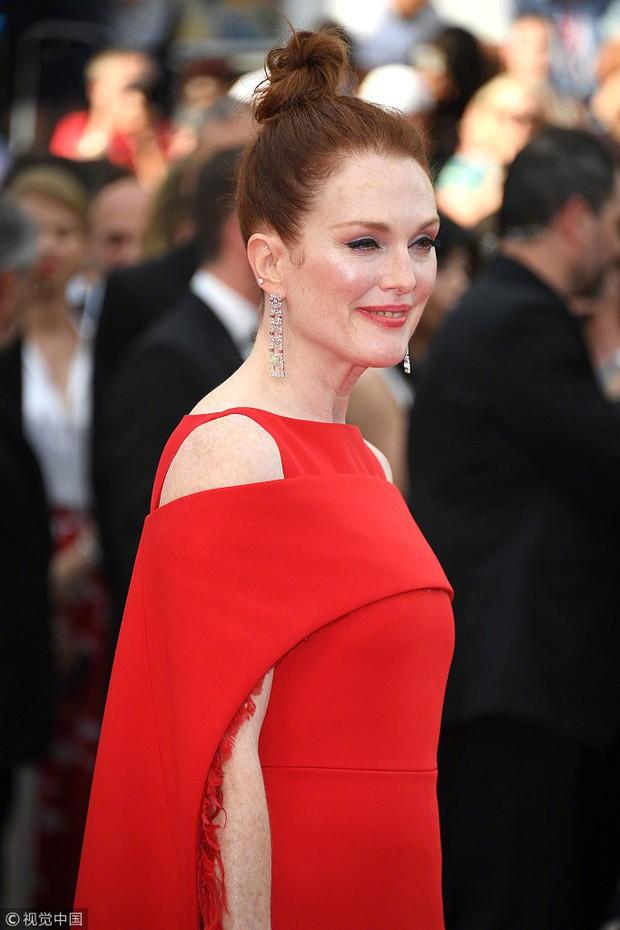 Cannes 2018: Phạm Băng Băng gây thất vọng vì nhuộm xanh thảm đỏ, hở ngực - gây sốc vẫn được tận dụng triệt để - Ảnh 12.