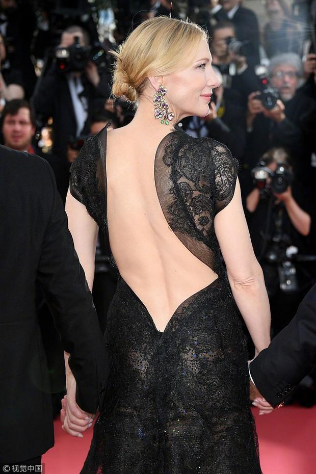 Cannes 2018: Phạm Băng Băng gây thất vọng vì nhuộm xanh thảm đỏ, hở ngực - gây sốc vẫn được tận dụng triệt để - Ảnh 11.