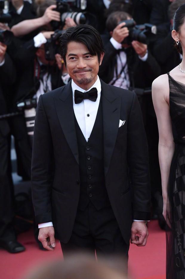 Cannes 2018: Phạm Băng Băng gây thất vọng vì nhuộm xanh thảm đỏ, hở ngực - gây sốc vẫn được tận dụng triệt để - Ảnh 24.