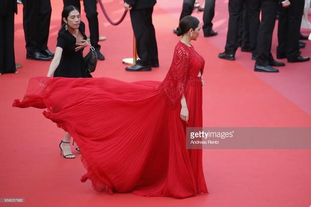 Cannes 2018: Phạm Băng Băng gây thất vọng vì nhuộm xanh thảm đỏ, hở ngực - gây sốc vẫn được tận dụng triệt để - Ảnh 29.